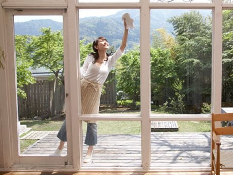 Clean outdoor windows