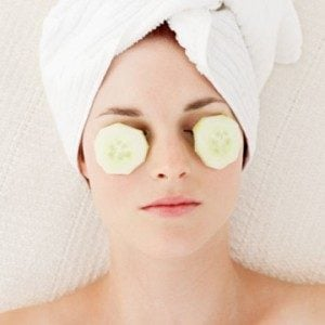 10 Remedies to Treat the Dark Circles Under Your Eyes