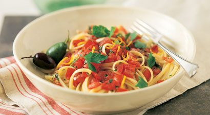 Linguini With No-Cook Tomato Sauce