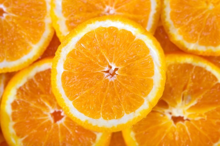 خلفية مجردة مع ثمار الحمضيات من شرائح البرتقال. قريب