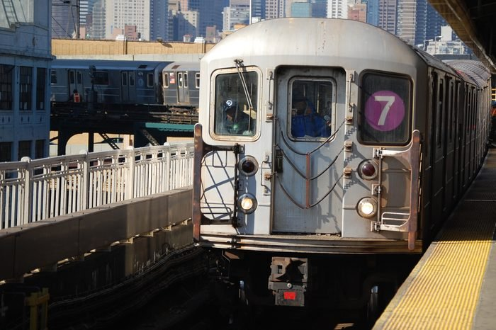 subway line 7 arriving at Quensboro Plaza station.