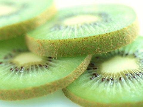 8. Cut a kiwifruit in half, then scoop out the flesh with a spoon.