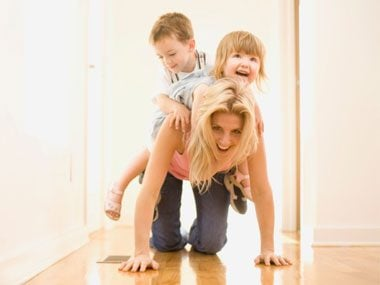 1-minute fat releasing workouts mom playing with kids