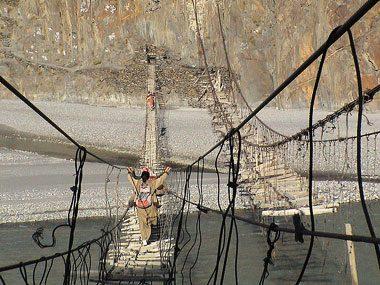 the world's craziest commutes Hussaini Bridge, Pakistan
