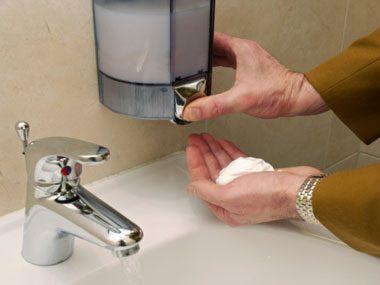 healthy habits germs, public restroom