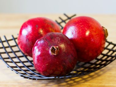 foods that fight sun damage, pomegranates