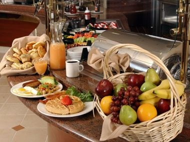 hotel desk clerk secrets, breakfast buffet