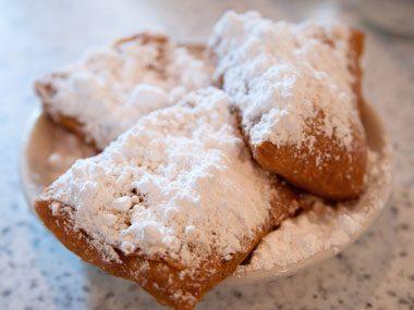 touristy restaurants, Cafe du Monde beignets