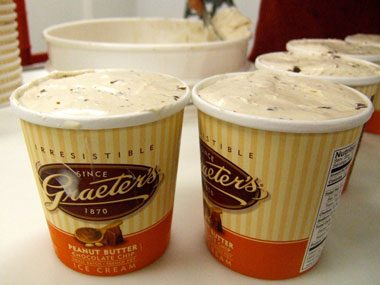 touristy restaurants, Greater's peanut butter chocolate chip ice cream