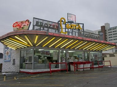 touristy restaurants, Leon's