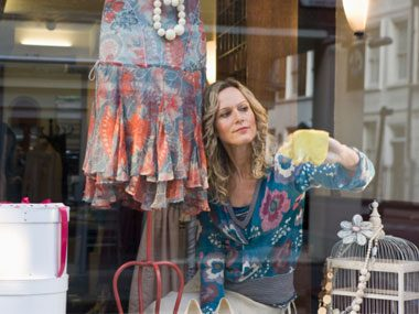 more sales clerk secrets, cleaning window