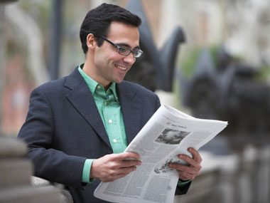 brainy habits of wise people, reading newspaper