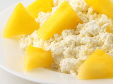 snack craving options, cottage cheese fruit