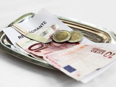 13-unusual-international-customs-10-paying-bill-sl.jpg