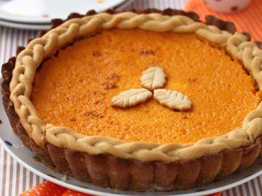 How do I keep pumpkin pie from cracking?