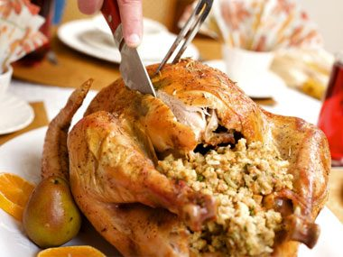 """What's the difference between """"stuffing"""" and """"dressing""""?"""
