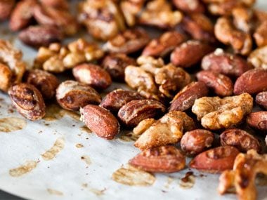 Spicy Maple Nuts
