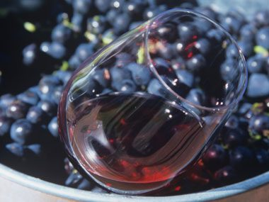 Q: What kind of French wine is traditionally made from the pinot noir grape?