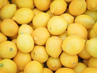 Lemon naturally cleans your fridge