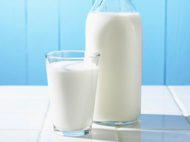 Food myth: Don't drink milk when you have a cold