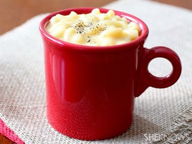 Mac 'n' cheese in a mug