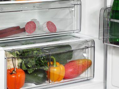 Refrigerator vegetable drawer