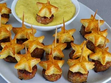 "Star-shaped ""pigs in a blanket"" appetizers"