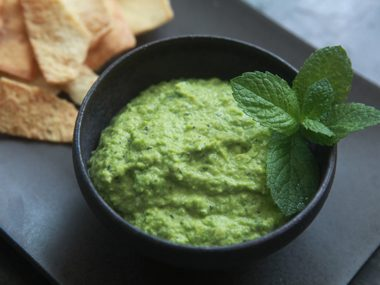 Creamy pea hummus appetizers