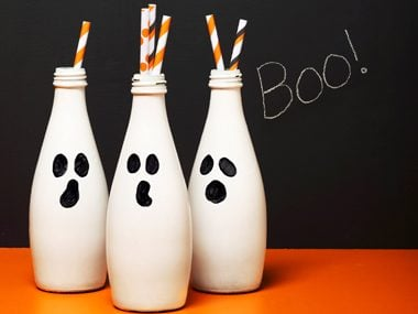 Diy halloween decorations 19 easy inexpensive ideas readers digest boo bottles solutioingenieria Choice Image