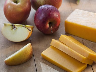 apples cheese platter