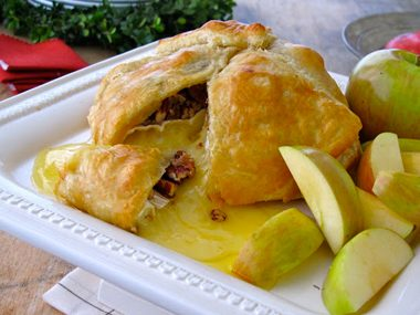 Baked Brie in Puff Pastry with Caramelized Pecans and Apples