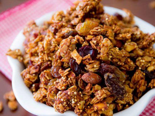 Granola with quinoa and apple