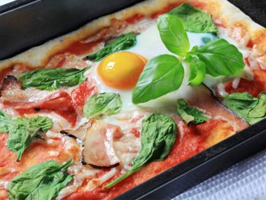 Egg-Topped Pizza