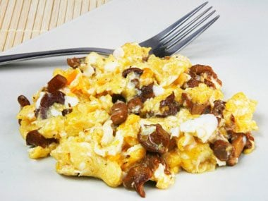 Scrambled eggs with mushrooms and cheese