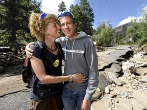 colorado flood couple
