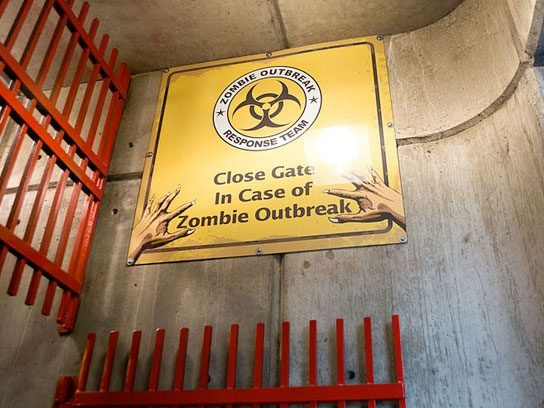 funny signs zombie outbreak