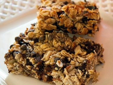 Granola Bars with Dates, Chocolate and Almonds