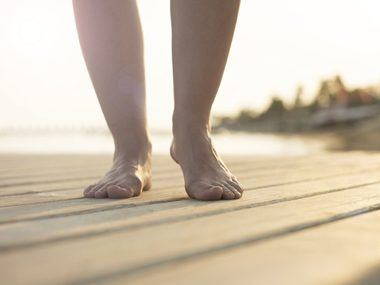 walking barefoot may help reduce pain