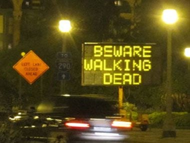 funny-road-signs-walking-dead