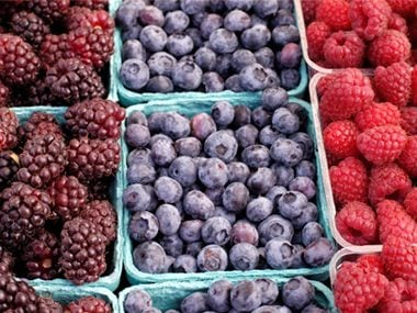 low allergenic foods like berries help fight arthritis pain