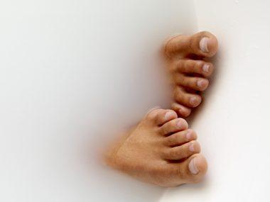 Itchy feet? Try  a vinegar bath.