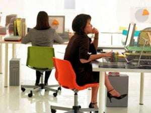 how-to-end-back-pain-sit-properly-at-desk-sl