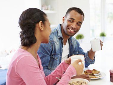 couple eating breakfast