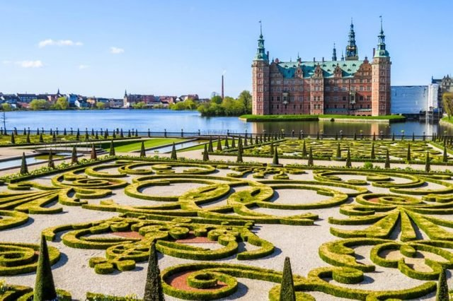 14-Frederiksborg-the-worlds-15-most-unforgettable-royal-gardens-278747150-Arndale-ft