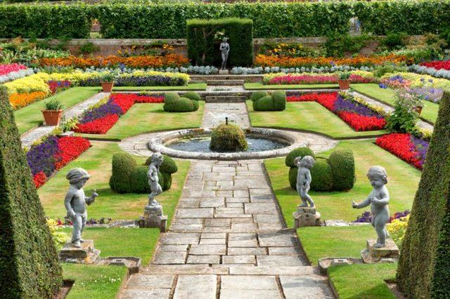 15-hampton-the-worlds-15-most-unforgettable-royal-gardens-211608664-PlusONE