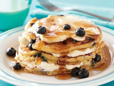 stacked food like pancakes or burgers often are perked up with cardboard support in between the layers the can then be sprayed with