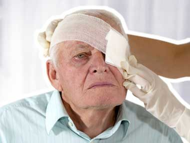 first aid mistakes eye wound