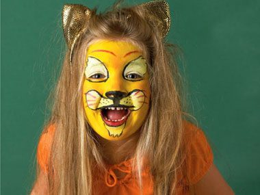 Halloween Face Painting Designs: 8 Easy Ideas | Reader's ...