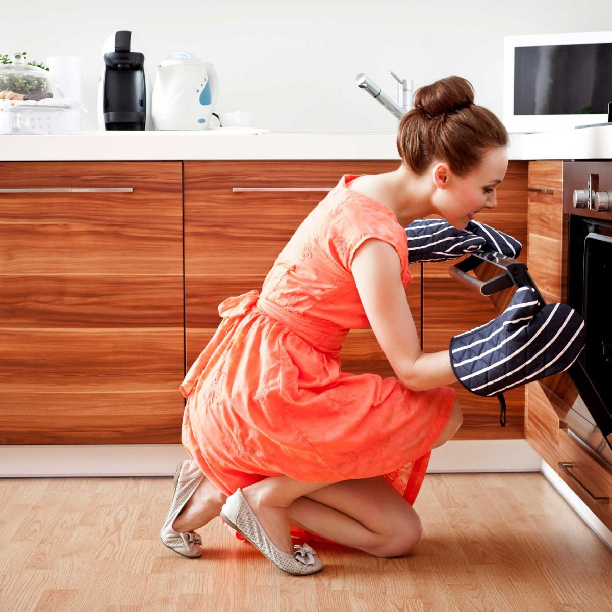 How to Clean an Oven: Best Homemade Oven Cleaners   Reader's