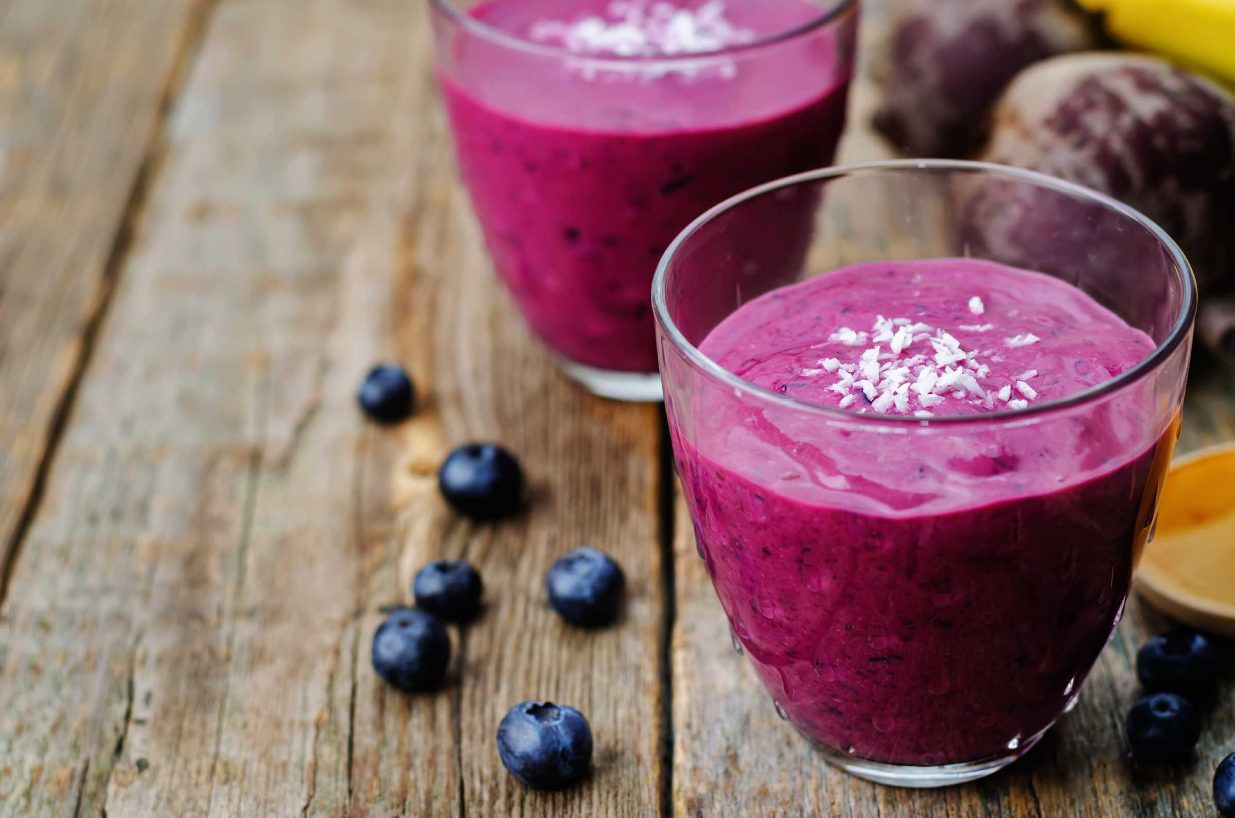 Berry-flaxseed smoothie
